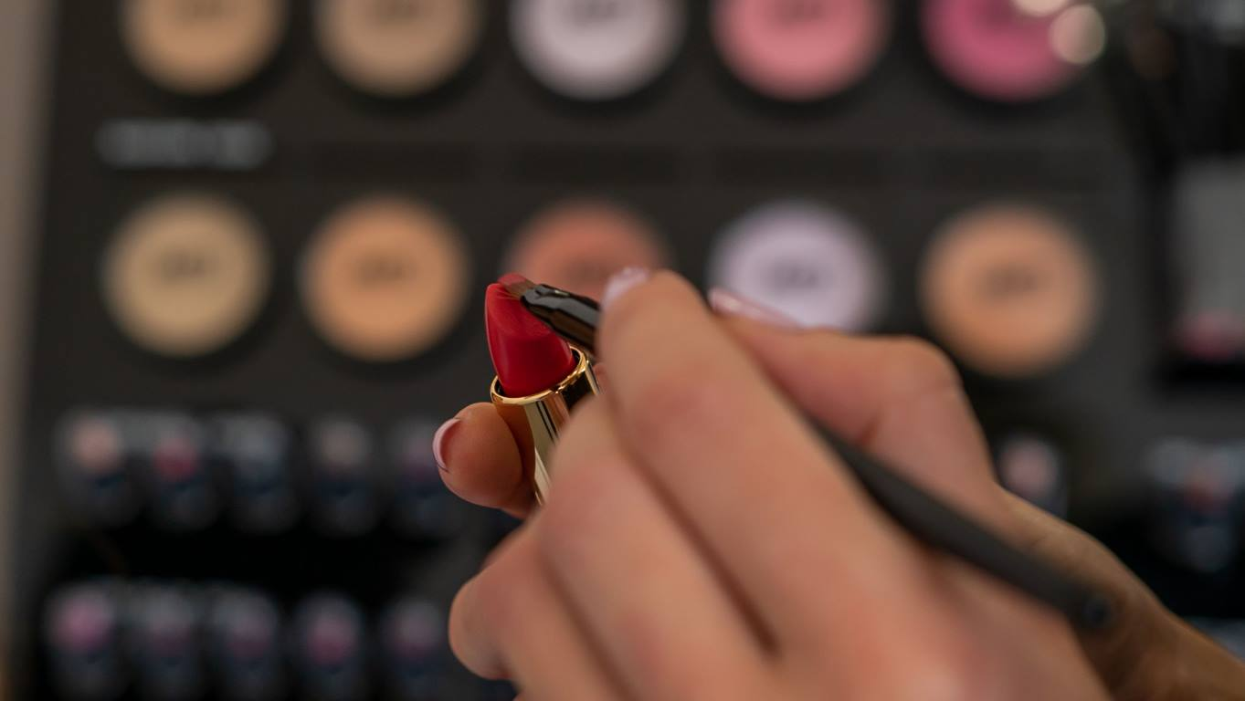 Armonia Istituto di bellezza make up rossetto